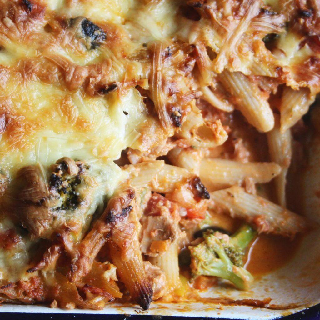 close up tuna pasta bake