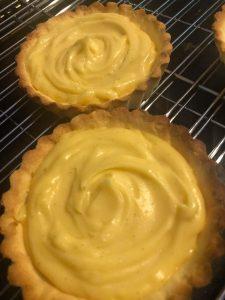 tart shells filled with crème pâtissière