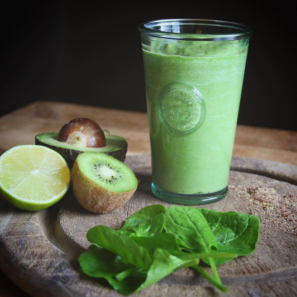 green smoothie with spinach, avocado, kiwi, lime and coconut