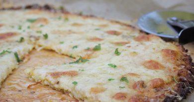Cheesy Garlic Bread made with cauliflower